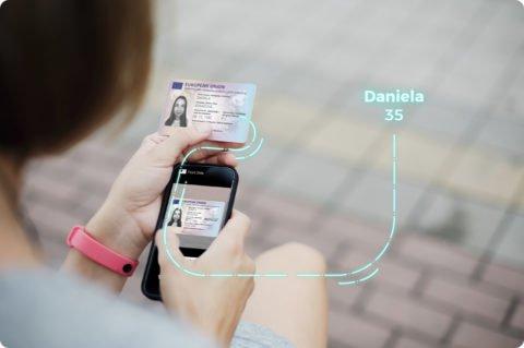Innovatrics smartphone identity verification